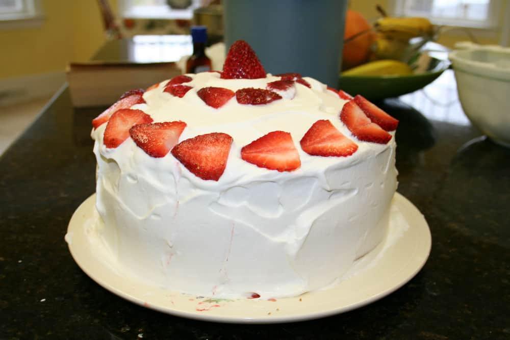 easy strawberries and cream cake recipe