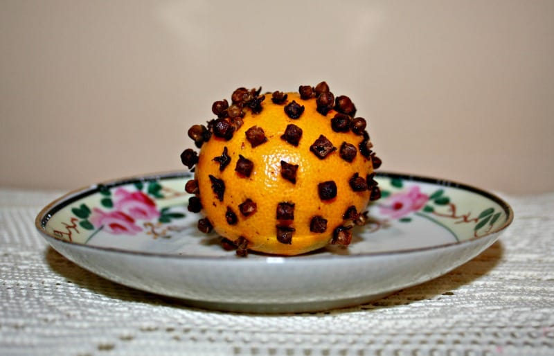 Natural Gifts: Clove-Studded Clementine Pomander
